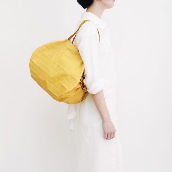 shupatto-compact-bag-m-mustard-karashi-model-detail