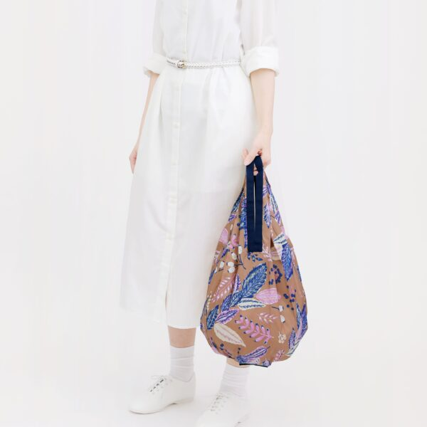 shupatto-compact-foldable-shopping-bag-drop-m-leaves-model-detail