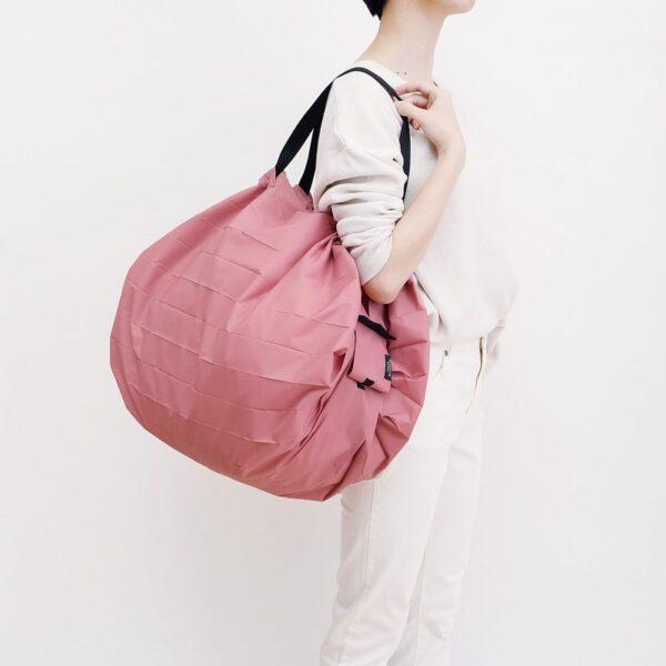 shupatto-compact-foldable-shopping-bag-size-l-peach-momo-model-detail